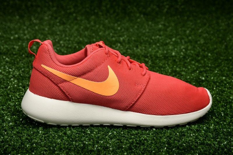 Кецове Nike WMNS Roshe One