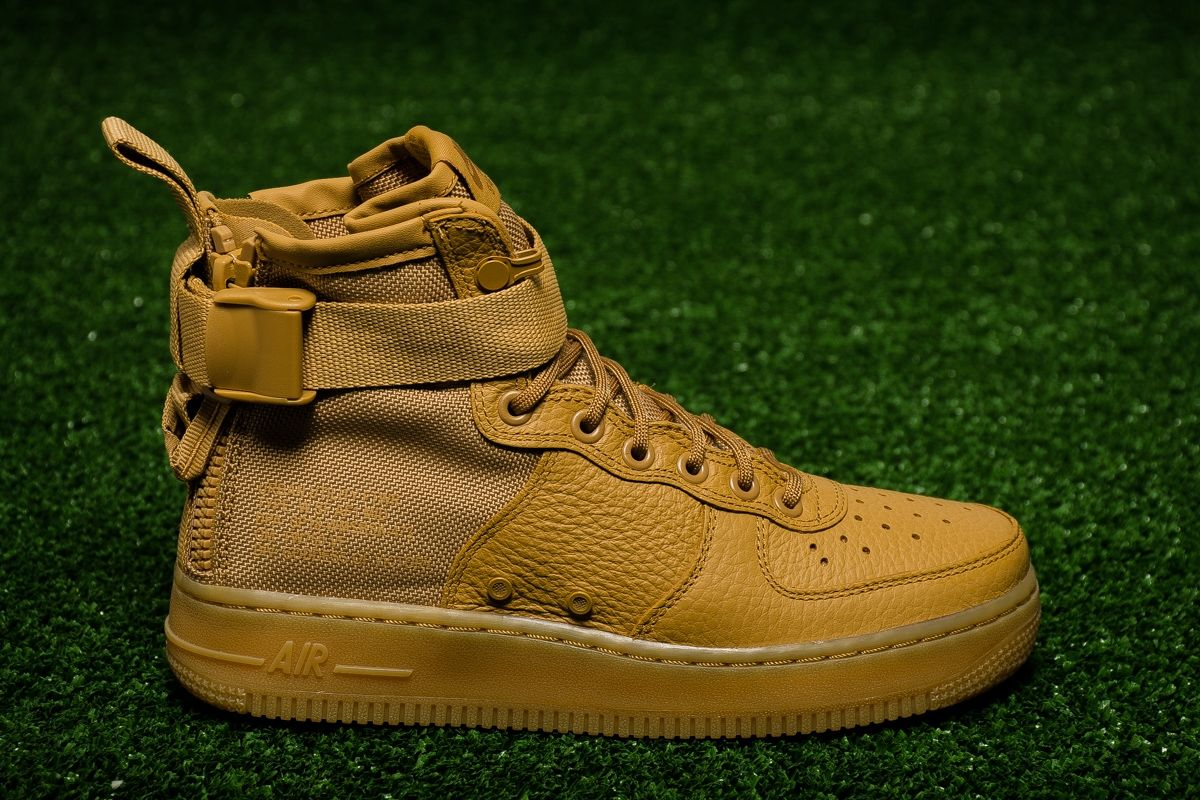 huge selection of 18acd 1d96d Кецове Nike Wmns SF Air Force 1 Mid