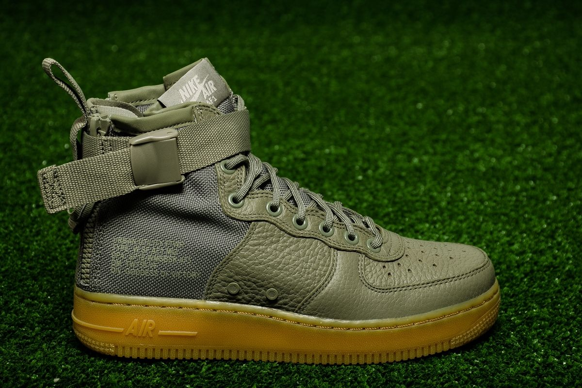 huge selection of 7f8a2 64189 Кецове Nike Wmns SF Air Force 1 Mid