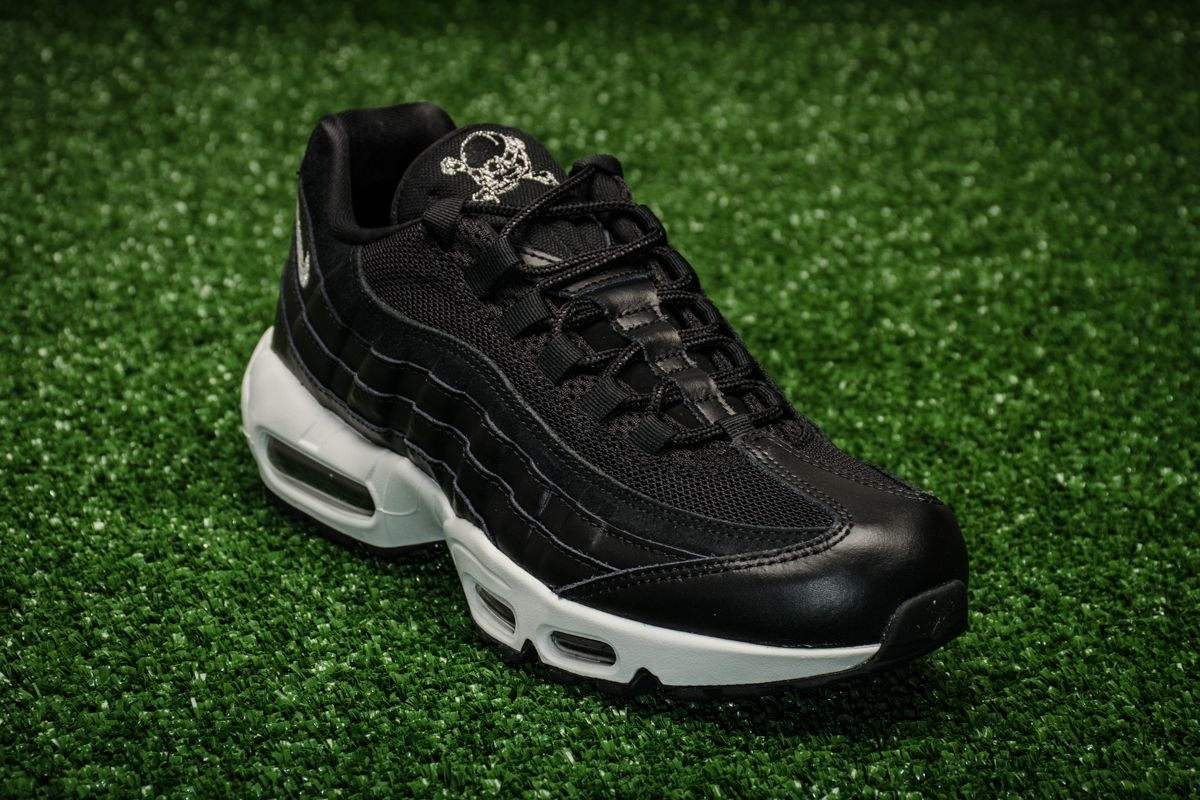 896460168a Кецове Nike Air Max 95 Premium Rebel Skulls