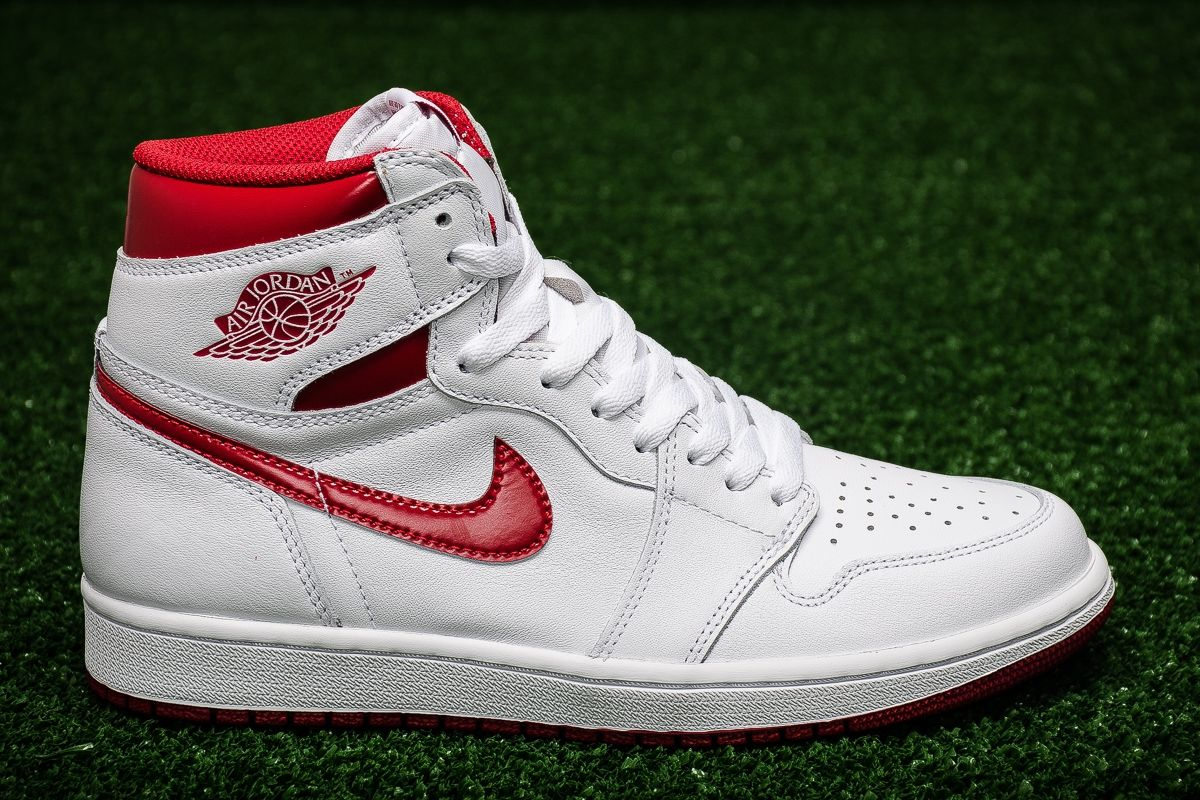 sports shoes 183e0 a5198 Кецове Air Jordan 1 Retro High OG BG Metallic Red