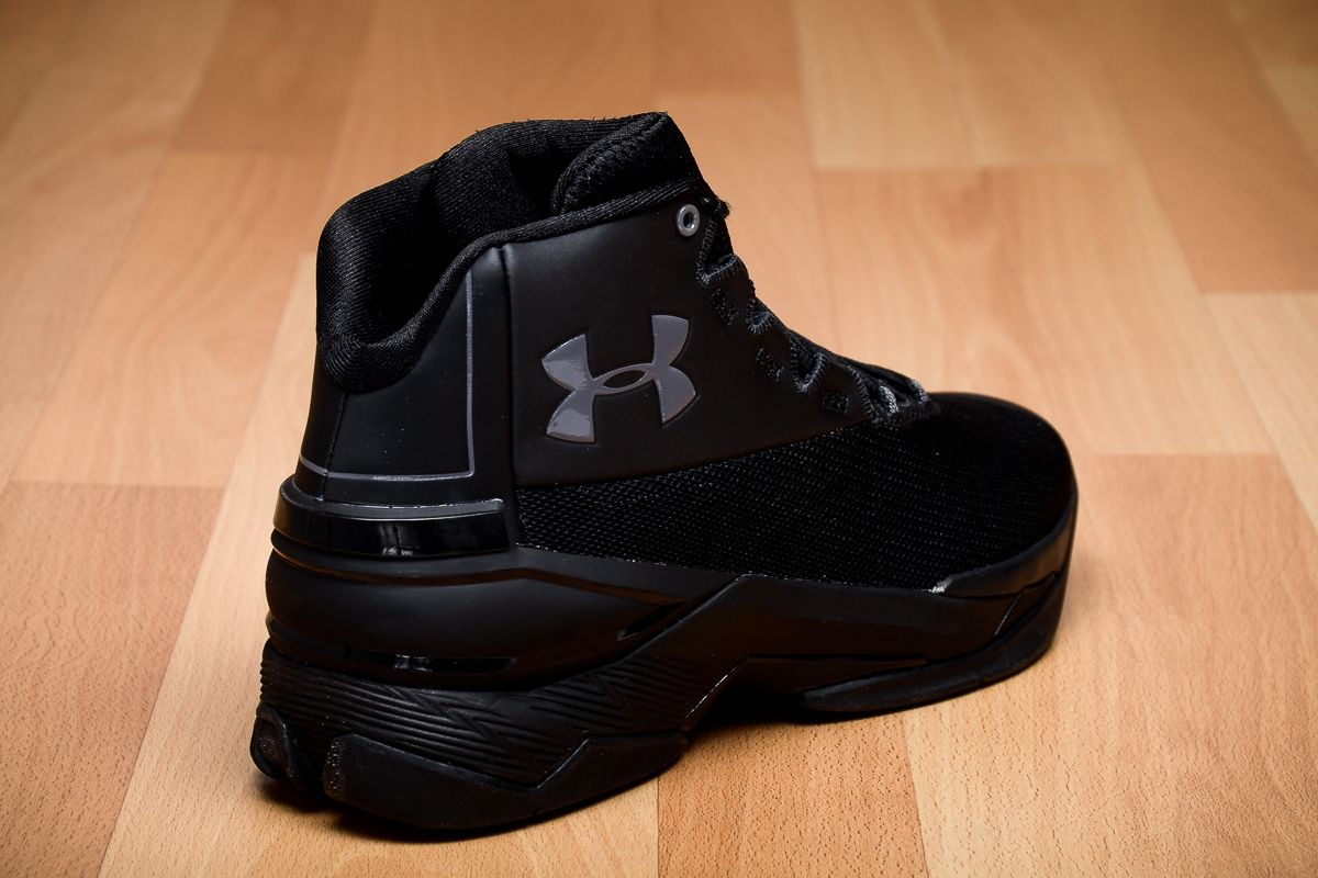 b6a751fcb70f Type Basketball Under Armour Longshot Blackout