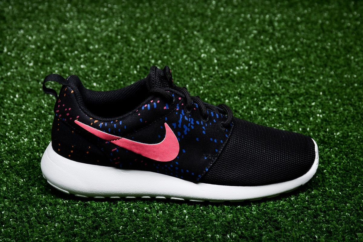 the latest c859f 36f67 Type Casual Nike WMNS Roshe One Print