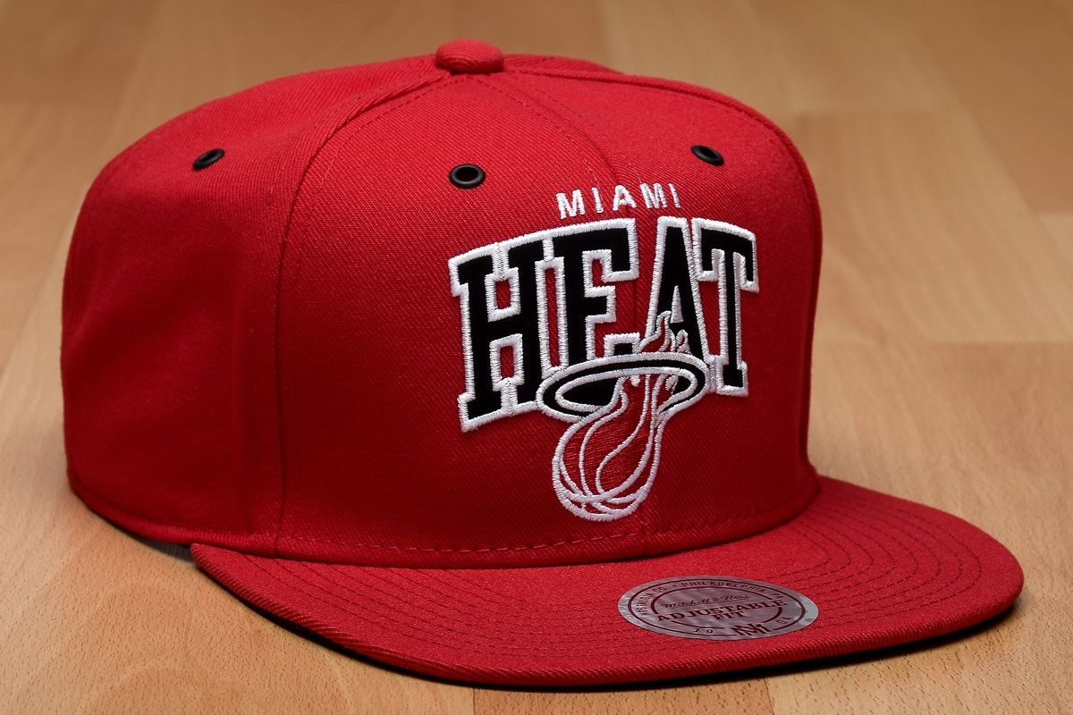 save off 1382b 9ac82 Type Caps Mitchell  amp  Ness NBA Miami Heat Black And White Arch Snapback  Cap