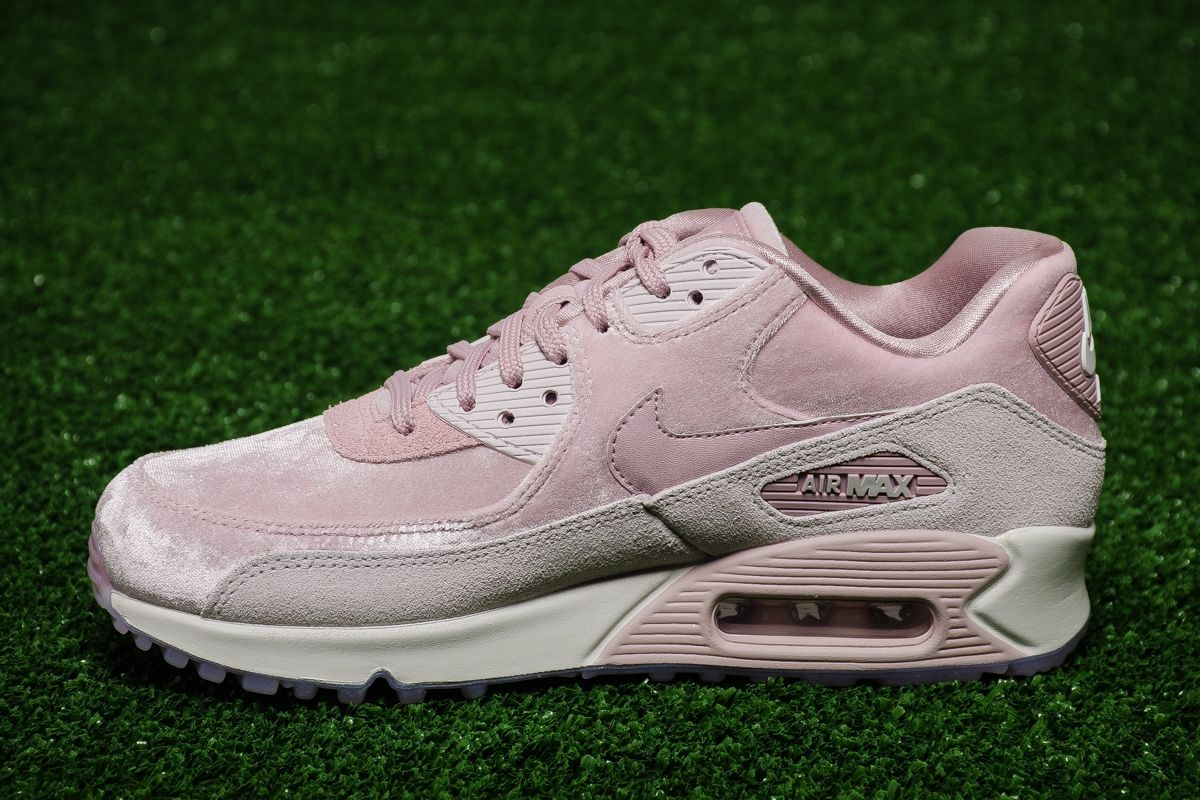brand new 315b3 a4408 Type Casual Nike Wmns Air Max 90 LX