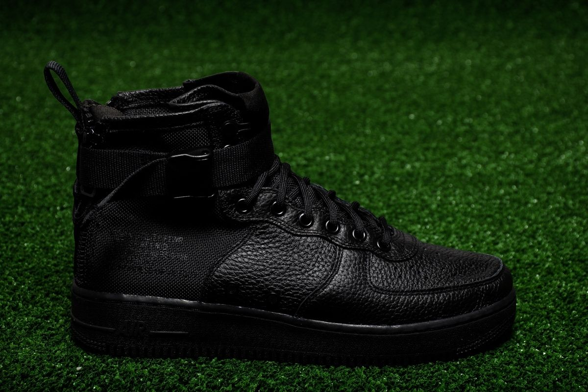 best loved b78ab 2d34e Кецове Nike SF Air Force 1 Mid