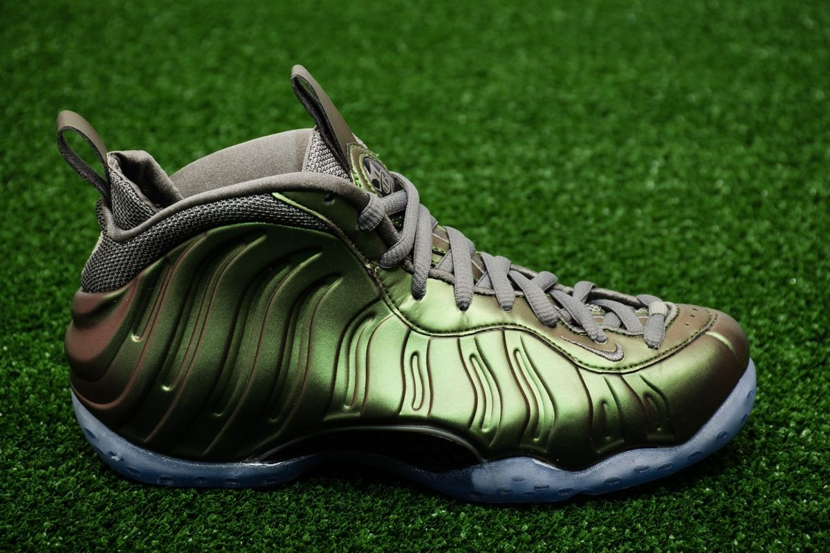 brand new 9d5a4 e9d76 Type Casual Nike Wmns Air Foamposite One Shine