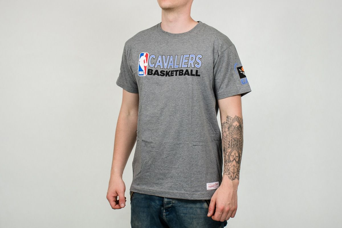 hot sale online 20f58 dd50f Type Shirts Mitchell & Ness NBA Cleveland Cavaliers Team Issue Traditional  Tee