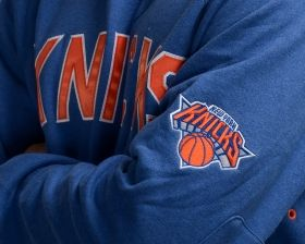 Суичър Mitchell & Ness NBA New York Knicks Training Room Crewneck