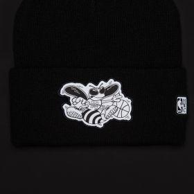 Type Caps Mitchell & Ness HWC Charlotte Hornets Reflective Logo Knit Beanie